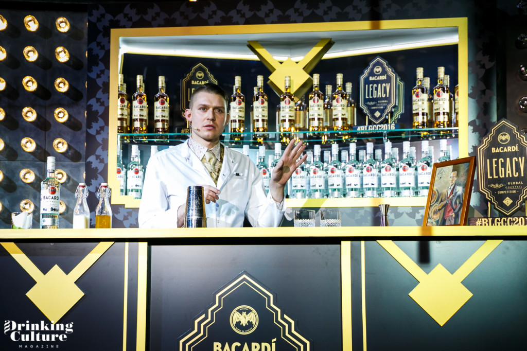 Александра Калачев бармен