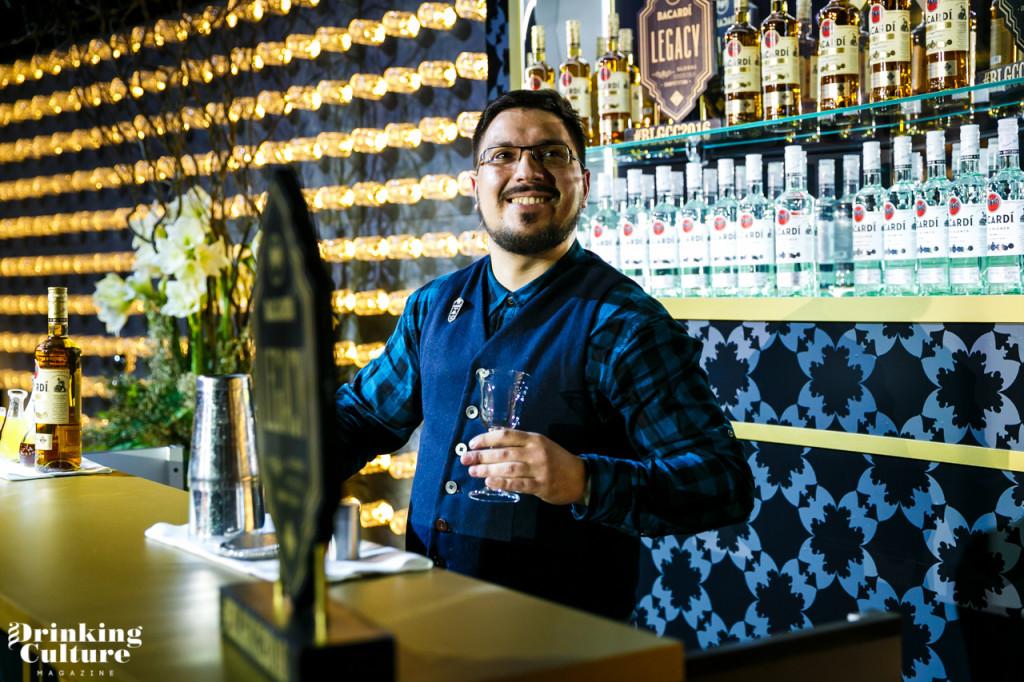 бармен Маша Падисов