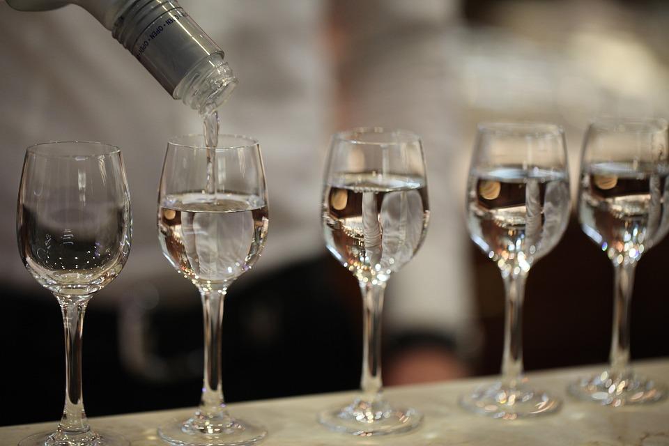 русская водка, похмелье, какая водка лучше, водка, слепая дегустация, русская водка, водка, рюмки, водочные бренды