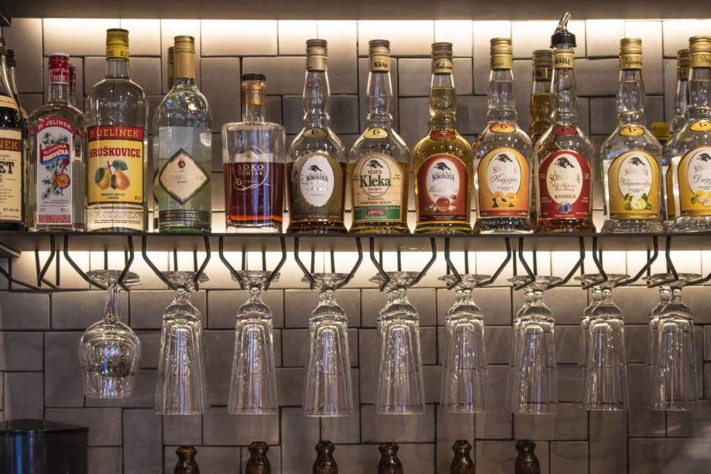 ресторан гужва, бар, сербская кухня, сербский алкоголь