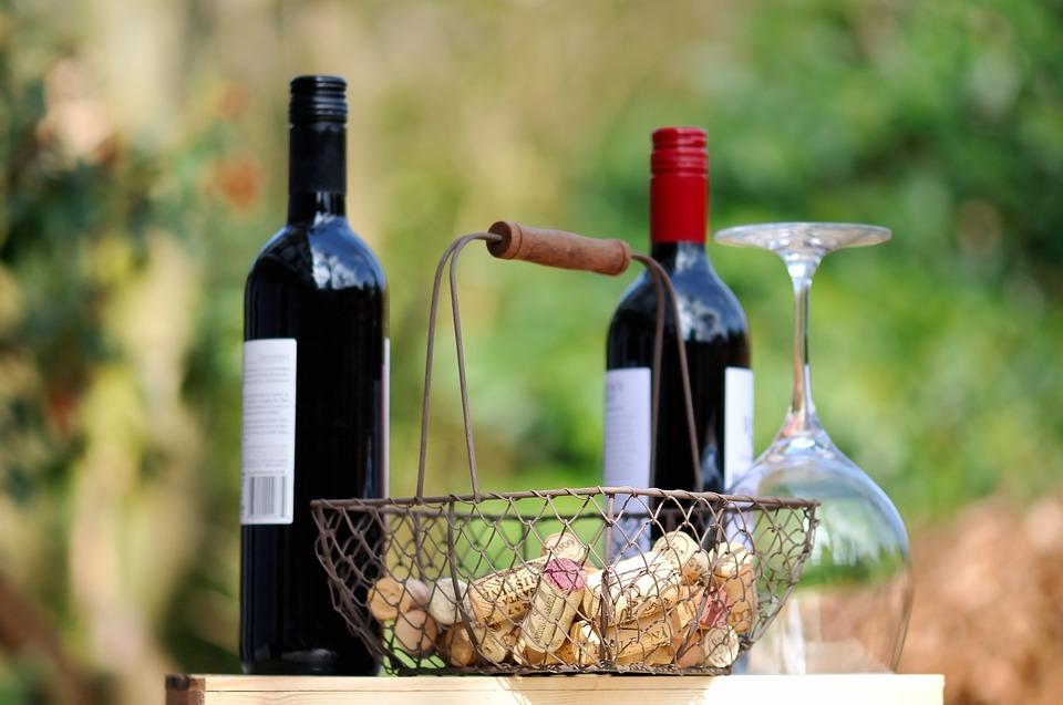 винный туризм, стереотипы о вине, мясо с красным вином, какое вино выбрать, бутылки красного вина, DCW Magazine, журнал о вине, журнал о барах, журнал об алкоголе