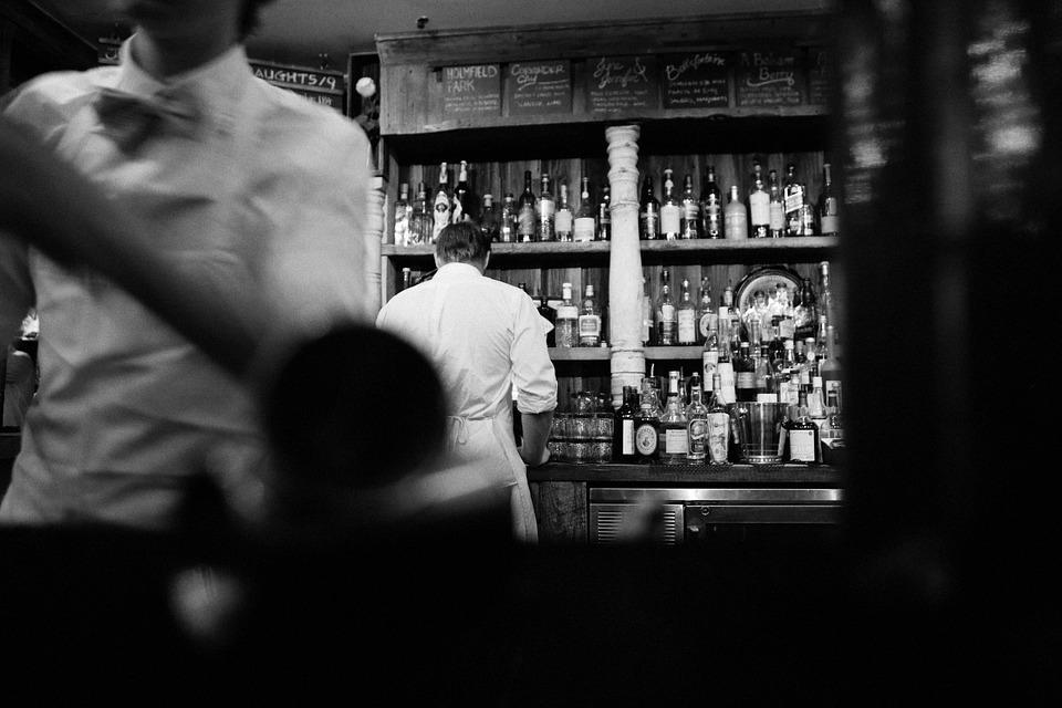 бары петербурга, закон о наливайках, четырбок, максим резник, dcw magazine, бармены, бары