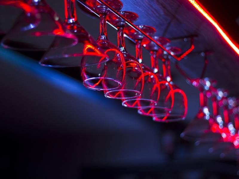день бармена 2020, бокалы, красивая барная посуда