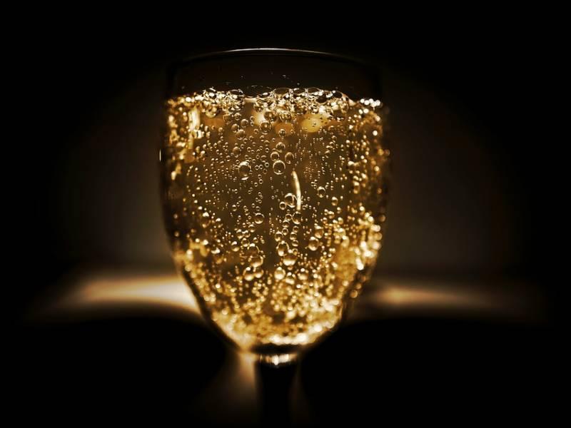 реклама шампанского, шампанское, игристое, champagne, маркетинг, как рекламировать алкоголь, бокалы, красивые бокалы, бокалы с шампанским