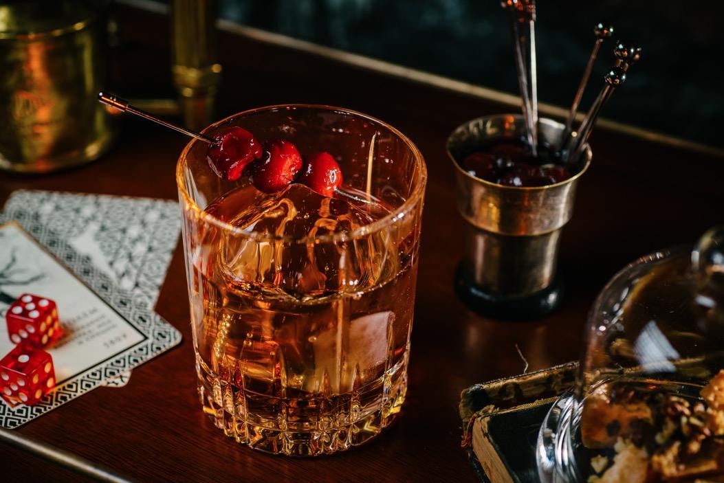 бар кабинет, коктейль, куда пойти на 8 марта, куда пойти в Петербурге, 8 марта, комплимент для девушек, дегустацияНа вина, куда пойти на 8 марта, куда пойти в Петербурге, 8 марта, комплимент для девушек, коктейльная игра