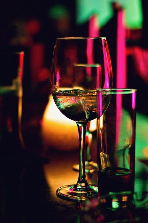 бокалы, барные тренды, бар, как быть модным, тренды барной индустрии, модны коктейли, алкоголь, коктейль