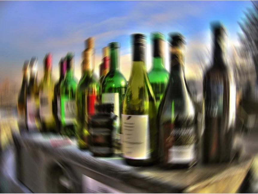 торговля алкоголем онлайн, алкоголь, купить алкоголь с доставкой, продажа алкоголя онлайн, бутылки алкоголя, бар, доставка коктейлей, пиво