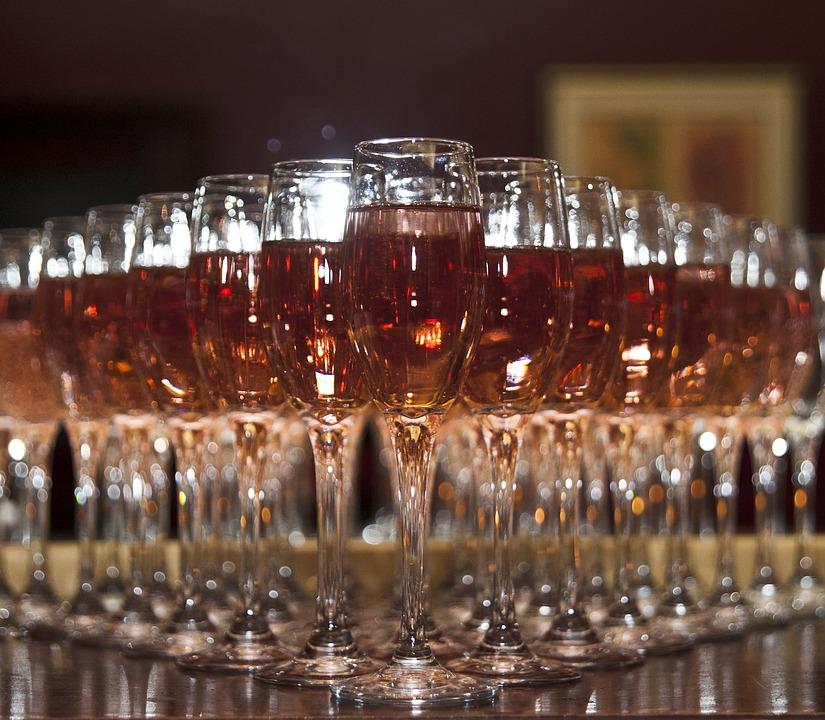 как бороться с похмельем, фестиваль вина, розе, вино в бокалах, розовое вино, простые вещи new vintage, pink summer, rose, national rose day, национальный день розового вина, как пить розовое вино, какое бывает розовое вино, с чем сочетается розовое вино, открытие террас в москве