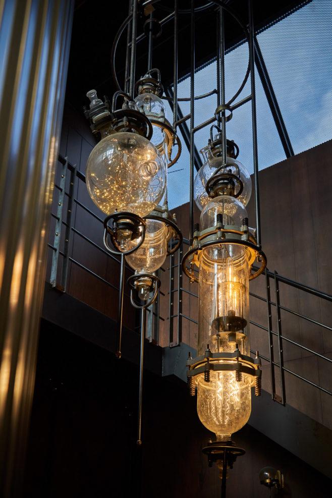 стимпанк, дизайн бара, как оформить, оригинальный дизайн, интерьерный дизайн, бар в азии, bee duck, dcw magazine, все о барах, журнал о барах, люстра, освещение