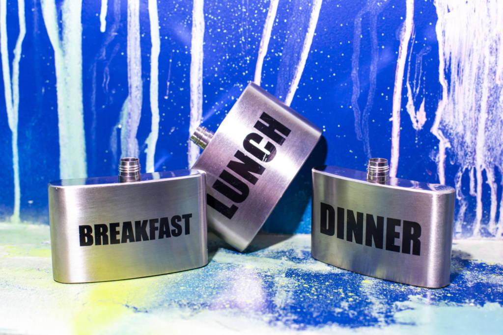 neon monkey, дизайн бара, бао в москве, коктейльное меню, коктейль во фляжке, оригинальная подача, алкоголь на завтрак