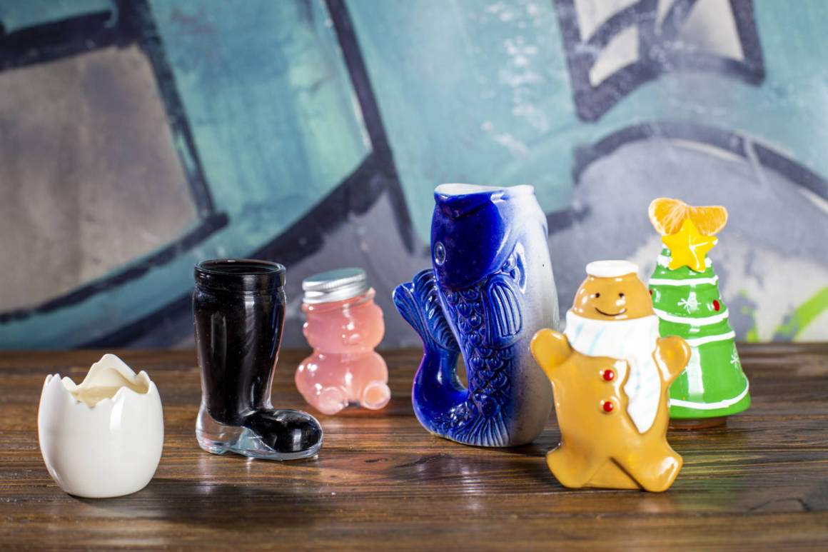neon monkey, дизайн бара, бао в москве, коктейльное меню, коктейль в мишке, оригинальная подача, мишка харибо, барная посуда, коктейль в шприце, оригинальные коктейли