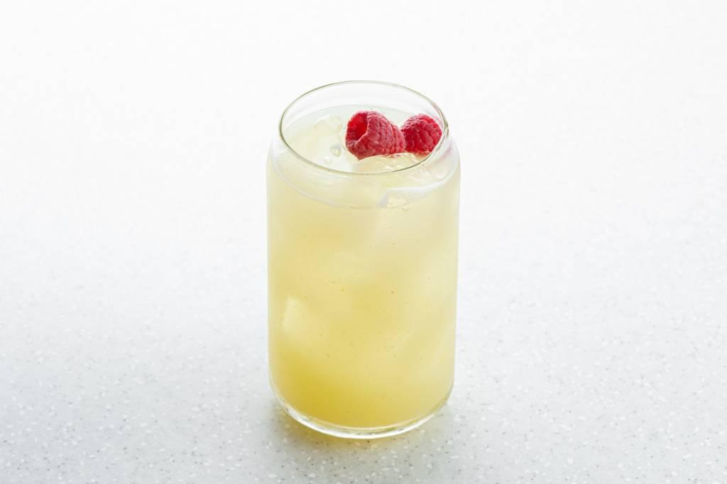 Vanila ice punch, Летние коктейли, Kuznyahouse, фото коктейля, DCW Magazine, журнал о барах