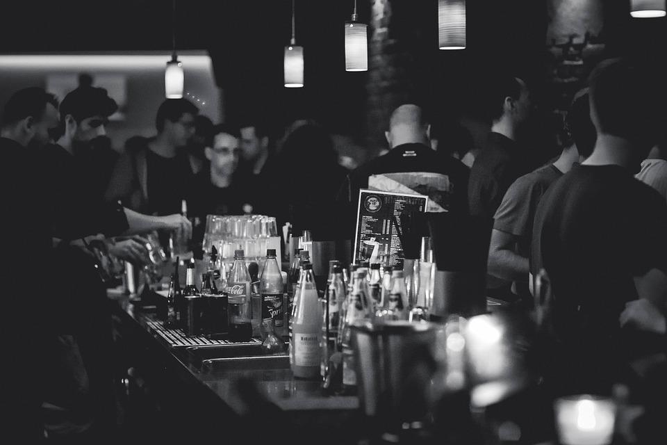 бары Петербурга, закон о 50 метрах, четырбок, максим резник, закон о наливайках, DCW Magazine