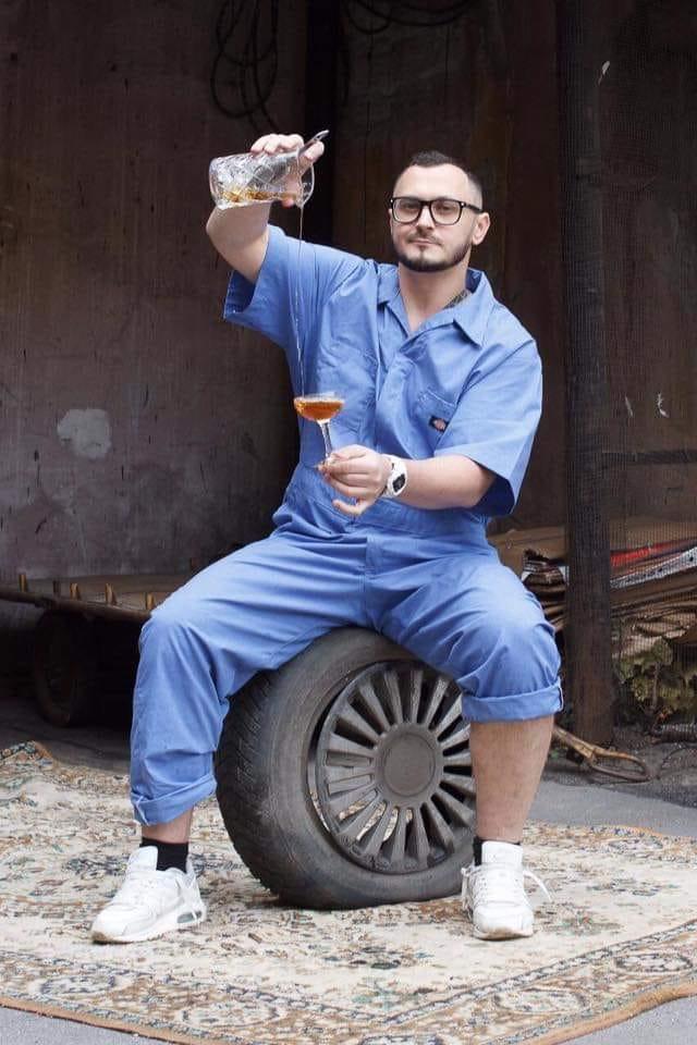 Евгений Горбунов, ginology, gin tonic bar, джин тоник спб, онлайн курсы барменов, обучние барменов, джин, история джина, как делать джин