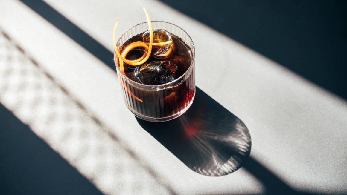cococo bistro, dcw magazine, матильда шнурова, илья нецветав, коктейльная карта, коктейль, рестораны петербурга, новая голландия, куда пойти в петербурге, игорь гришечкин, кококо бистро, журнал о барах, фото коктейль