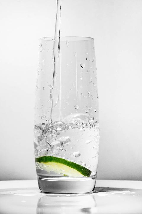 стакан воды, как избавиться от перегара, перегар, похмелье, гигиена полости рта, здоровье, вода