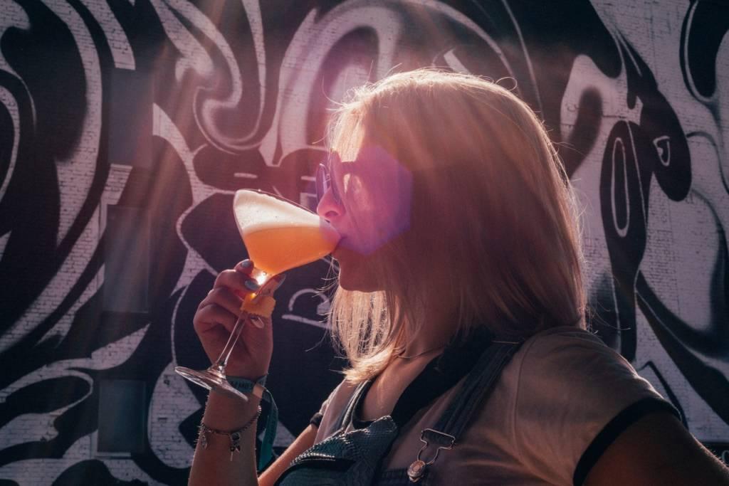 mbs, mbs 2020, moscow bar show, мбс, барное шоу, барные шоу мира, horeca, dcw magazine журнал о барах, барная выставка, коктейль, девушка и коктейль