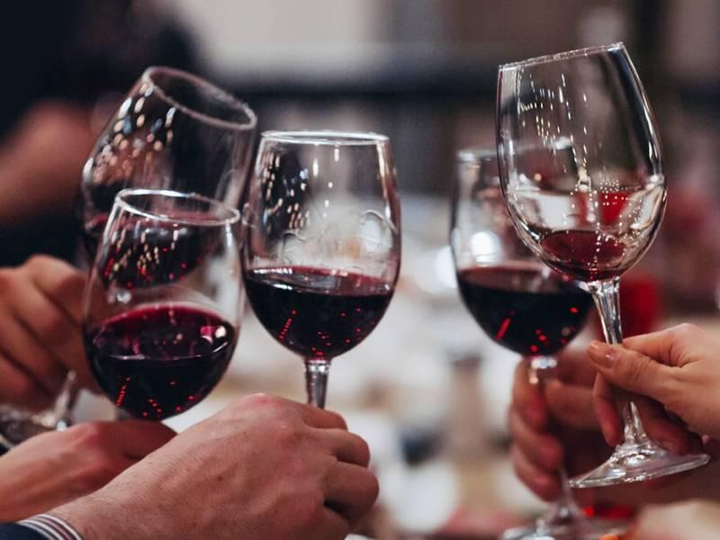LADOGA WINE, ладога, группа ладога, винный магазин, монополь. dcw magazine, журнал о барах, вино, бокалы с вином
