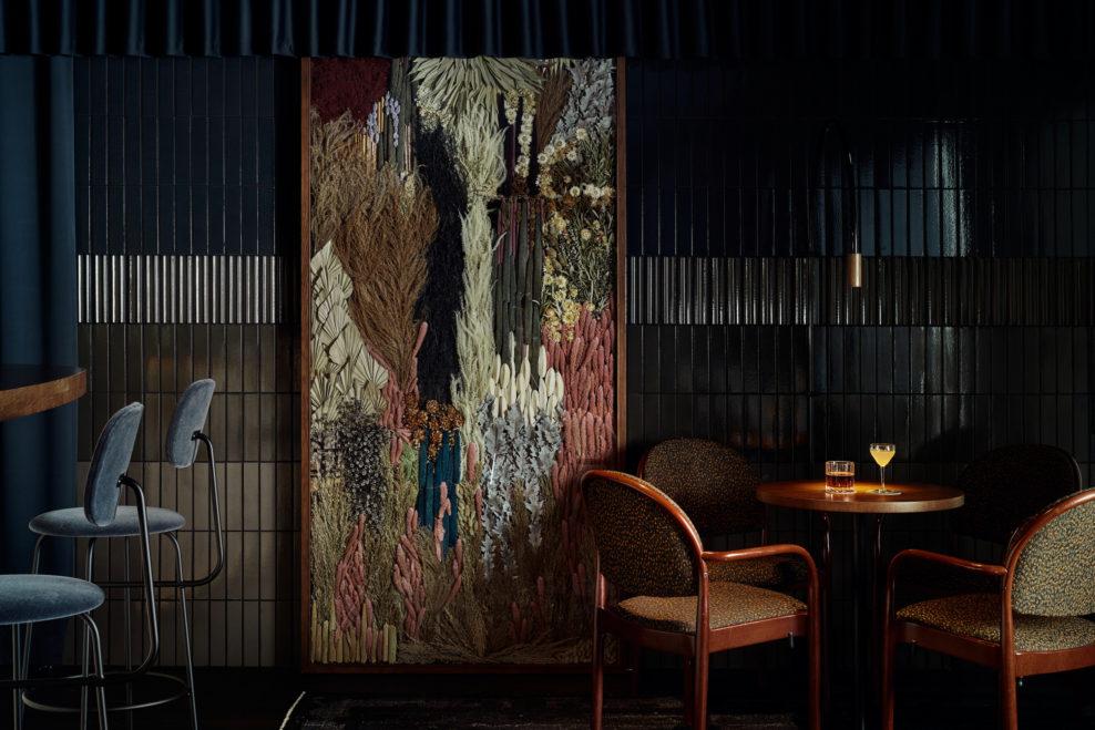 коктейльный бар, куда пойти в хельсинки, дизайн бара, бар в Хельсинки, dcw magazine, панно на стену