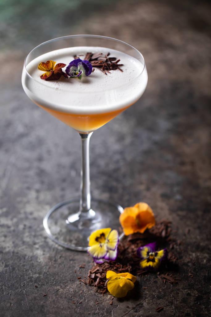 Balzi Rossi, ресторан, рестораны москвы, барная карта, коктейль, зимний коктейль, оранжевый коктейль, новогодний коктейль, оригинальная подача, сладкий коктейль, dcw magazine, красивый коктейль, коктейль с цветами
