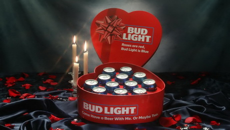 Bud Light, DCW Magazine, День святого валентина, пиво, пиво на 14 февраля, романтичное пиво, упаковка пива в виде сердца