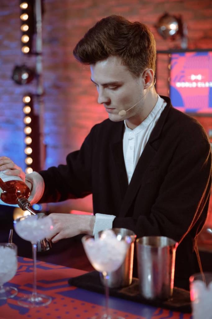 лучший бармен, лучший бартендер россии, diageo reservo world class, артем талалай, победитель конкурса барменов, Артем Кузин, бармен, бармен за работой, конкурс барменов