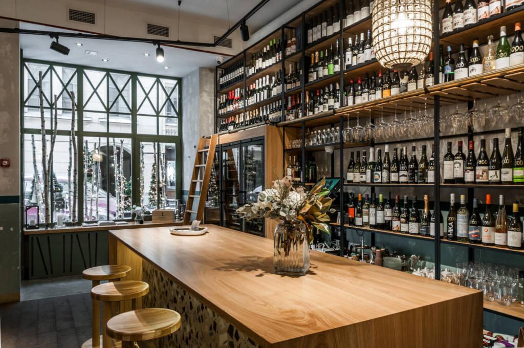 zazazu, куда пойти в петербурге, винный бар, вулканические вина, вино, бокалы, винные бокалы, винный шкаф, рубиншейна
