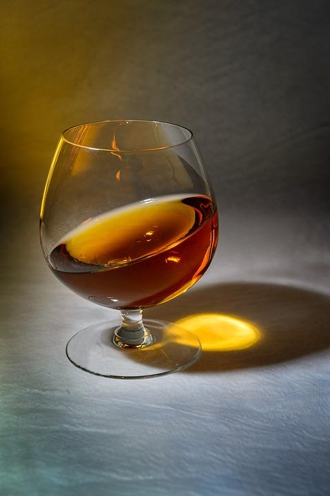 коньяк, коньяк дубровский, новый алкоголь, dcw magazine, журнал об алкоголе, бокал с коньяком, русский коньяк