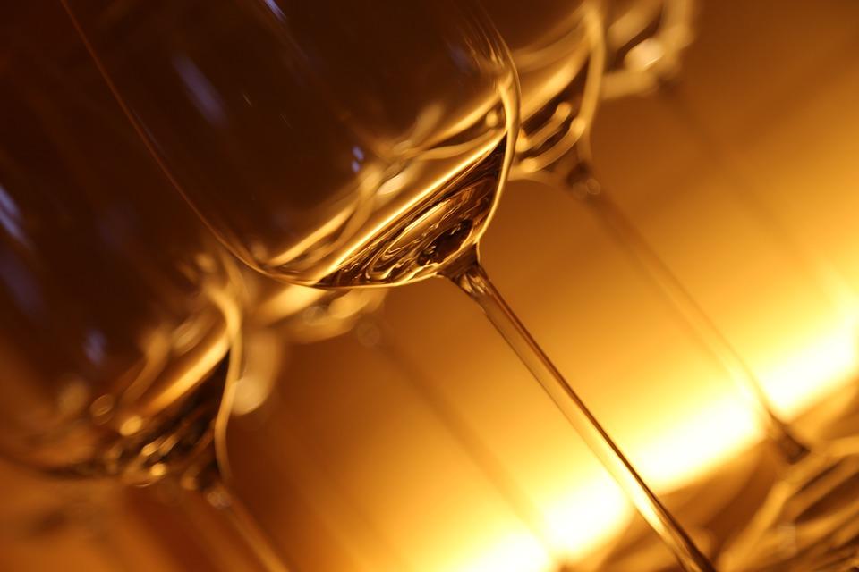 zazazu, куда пойти в петербурге, винный бар, вулканические вина, вино, бокалы, винные бокалы
