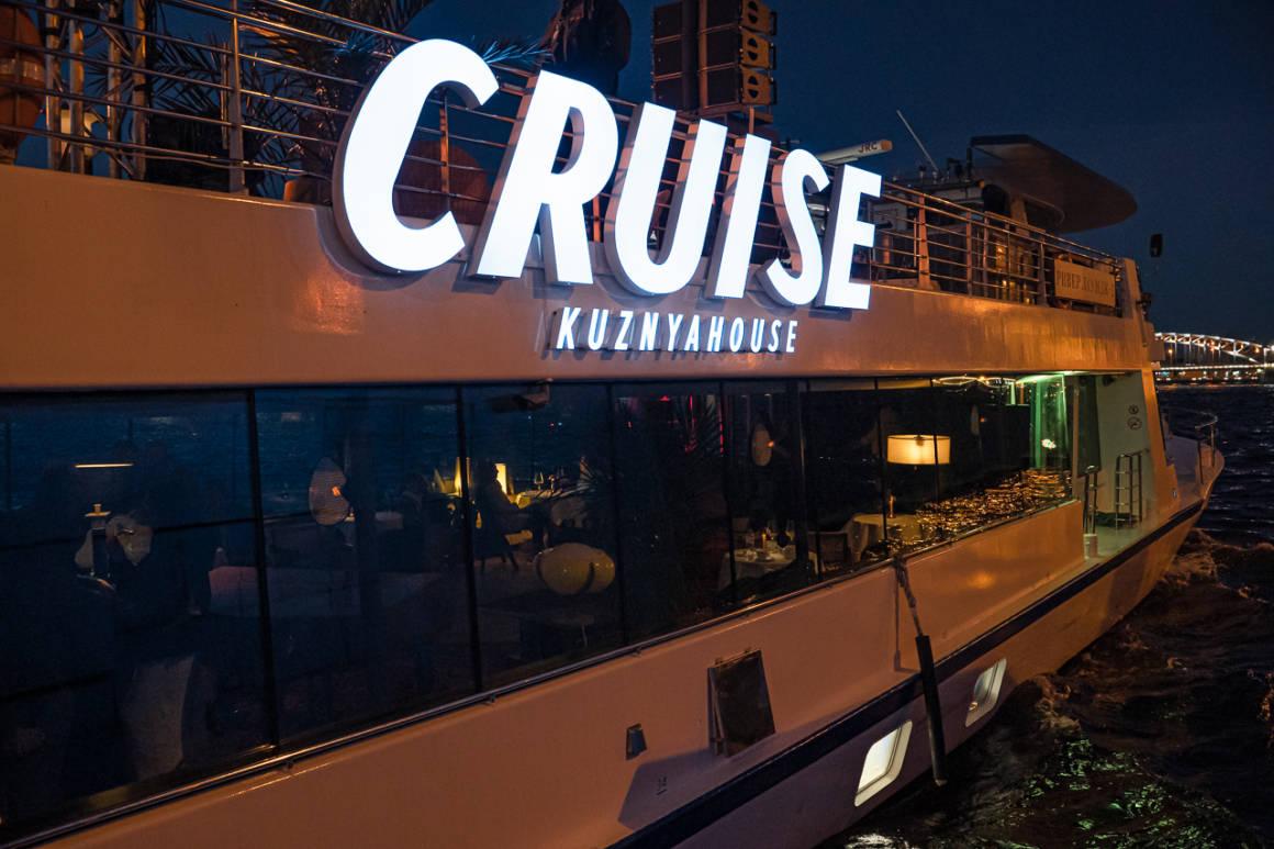 Прогулки на корабле, CRUISE by KUZNYAHOUSE, куда пойти в петербурге, круиз, кузня, вечеринки на воде, dcw magazine, журнал о барах