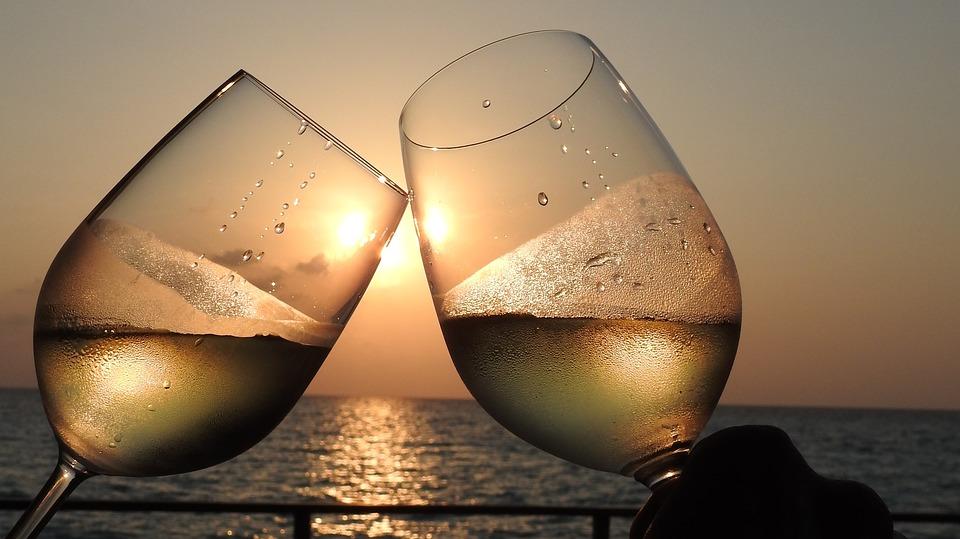куда поехать в россии, винный туризм, русское виноделие, русское вино, море и вино, бокал вина, DCW Magazine, журнал о вине, журнал о барах, журнал об алкоголе
